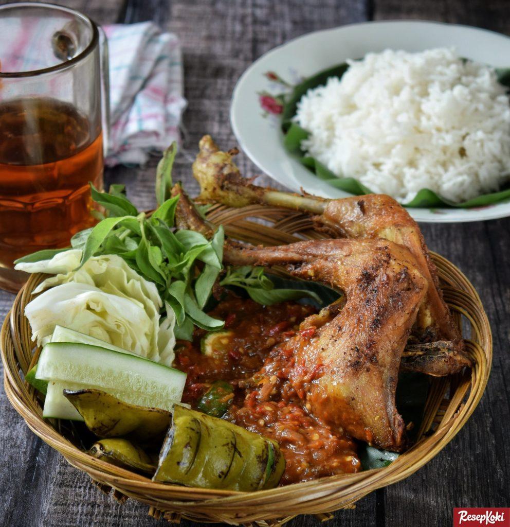 Pecel Ayam Istimewa Lengkap dengan Sambel Khas - Resep   ResepKoki