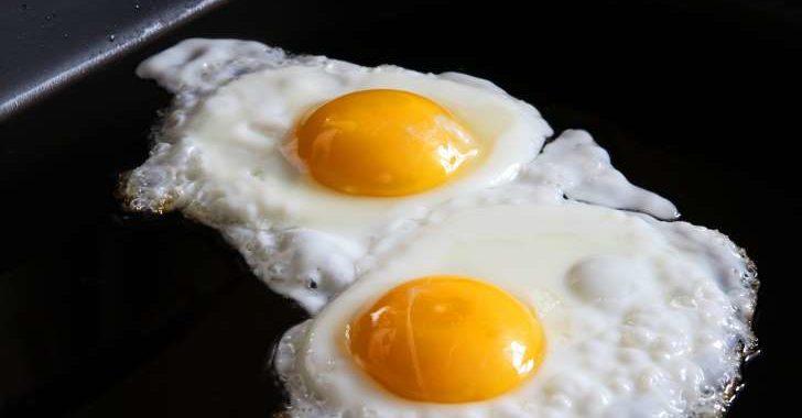 6 Cara Membuat Telur Ceplok atau Mata Sapi dengan Sempurna