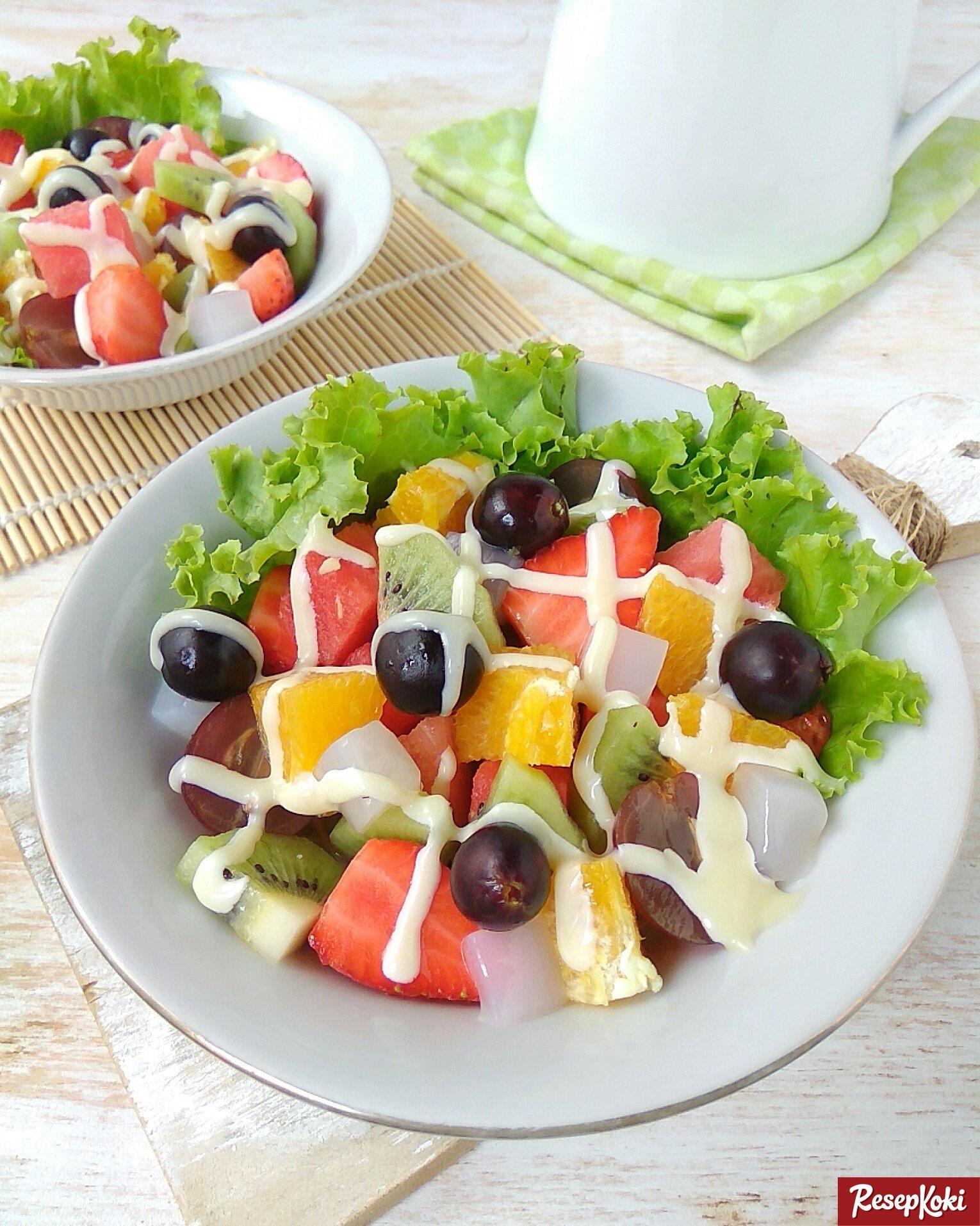 tambahkan 5 bahan lezat ini dalam salad buah supaya lebih